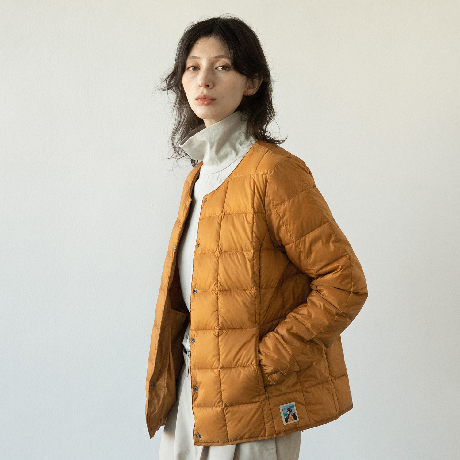 TAION X ANOTHEROFFICE WOMEN DOWN CARDIGAN (MANDARIN)